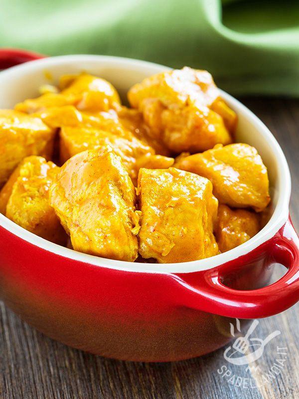 I Bocconcini di tacchino al curry sono una sfiziosa pietanza che aiuta quando si ha poco tempo e si deve improvvisare una cena saporita!