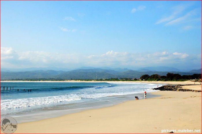 Pantai Santolo berada di Kecamatan Pameungpeuk Kabupaten Garut jawabarat, berjarak sekira 90 km dari Garut. Pantai ini memiliki keindahan tersendiri
