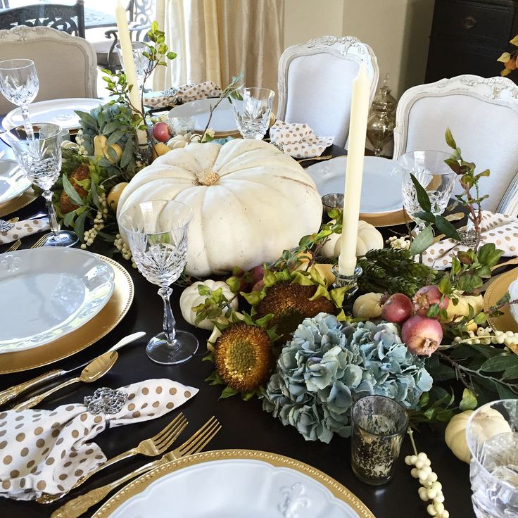 Simple thanksgiving tablescape tables and