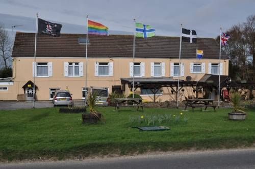 The Smugglers Inn Newquay Located in St Mawgan, just 5 miles from Newquay city centre and 300 yards from Newquay Airport, The Smugglers Inn offers a restaurant, bar, garden and shared lounge with TV.