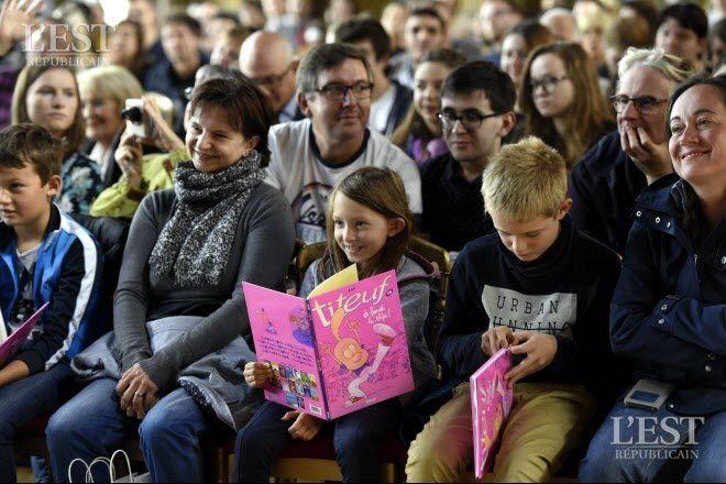 Le public de l'auteur suisse de bandes dessinées Zep lors de la 39ème édition du Livre sur la Place 2017, premier salon national littéraire de la rentrée. Photo Alexandre Marchi