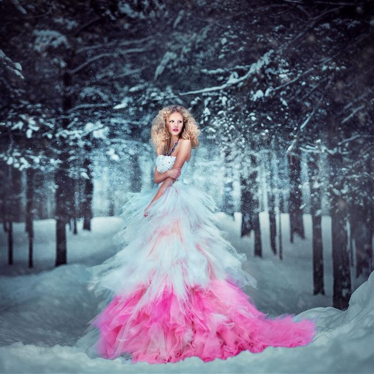 Вам нужно платье на Новый год?   И на корпоратив? И в ресторан? И в театр? И ещё много куда? У нас обязательно найдете идеальное решение!  Уже в предстоящий ПОНЕДЕЛЬНИК в магазины SHOP DRESS ожидается поступление новогодней коллекции платьев. Приготовились? Мы тоже в предвкушении чуда!