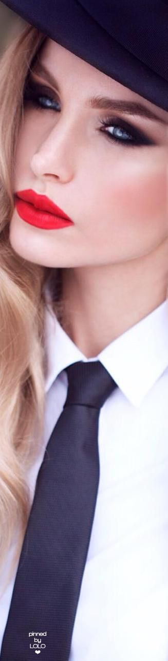 Beauty with a Tie | LOLO❤︎