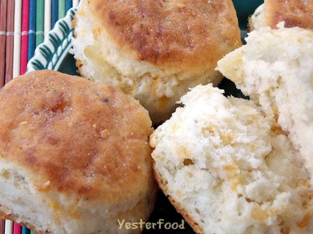 Yesterfood : Cheesy Garlic Biscuits