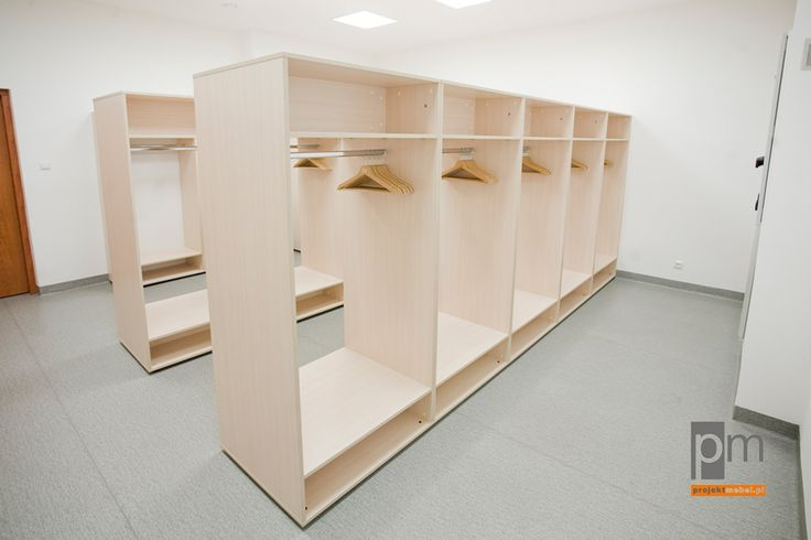 Szatnia dla dużego biura typu open space, http://www.projektmebel.pl/realizacje/coig