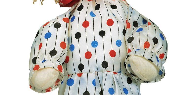 Como criar bonecas de silicone. Bonecas de silicone são as preferidas daqueles que buscam fazer bonecas artísticas ou realistas, como as Reborn. O silicone utilizado em sua fabricação é uma borracha firme e durável, que aceita muito bem a aplicação de tinta. Bonecas podem ser feitas completamente de silicone, mas geralmente são feitas de pernas, braços e cabeça de silicone ...
