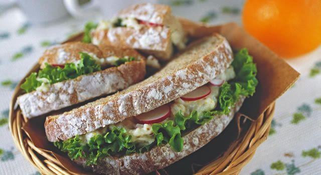 マッシュ里いものサンドイッチのレシピ。材料は全粒粉パン(天然酵母)、里いもなど。作り方だけでなく、全レシピにカロリーや栄養価情報つきでダイエットや健康管理に便利!マッシュ里いものサンドイッチの簡単おいしいプロの技やコツも!