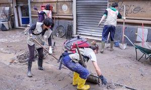 Groupon - Non c'è fango che tenga! Emergenza Genova: aiuta anche tu le popolazioni colpite dall'alluvione a Genova. Prezzo Groupon: €3