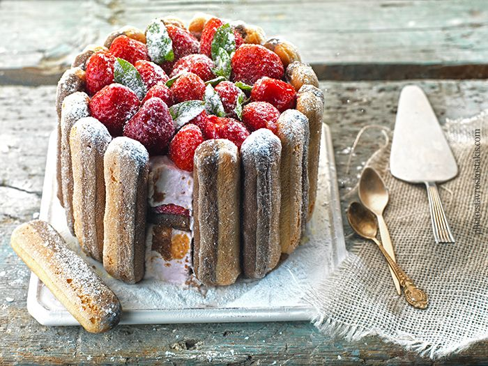 Cake with strawberies and delicious cream!