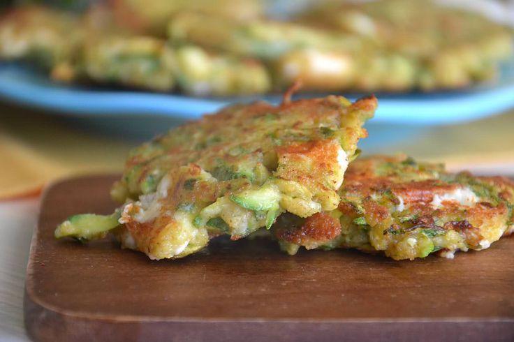 Frittelle di zucchine, scopri la ricetta: http://www.misya.info/ricetta/frittelle-di-zucchine.htm