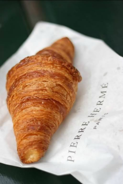 Croissant servi dans un bistro Parisien. I have never tasted such amazing croissants as when I was in France! My mouth waters at the thought :)