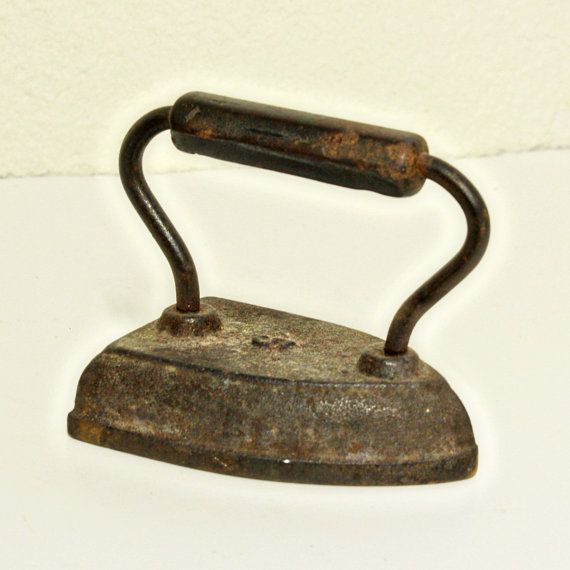 Vintage iron  cast iron  clothes iron by moxiethrift on Etsy, $12.50