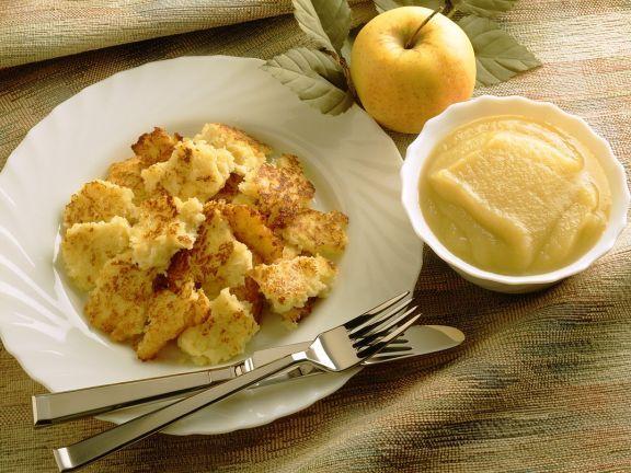 Grieß-Kartoffelschmarrn mit Apfelmus ist ein Rezept mit frischen Zutaten aus der Kategorie Crêpe. Probieren Sie dieses und weitere Rezepte von EAT SMARTER!