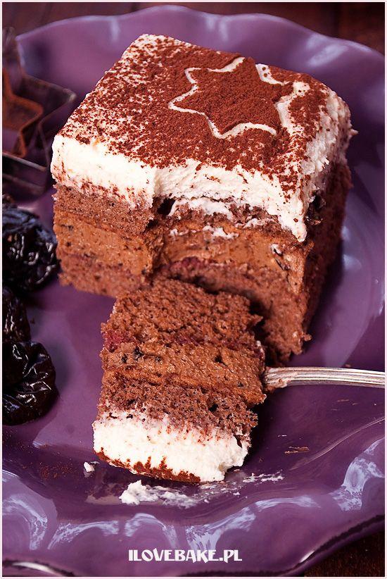 """Ciasto """"pijana śliwka"""" polecam dla osób, które uwielbiają ciasta warstwowe. Ciasto przekładane masą z nutelli oraz nasączonych suszonych śliwek w alkoholu."""