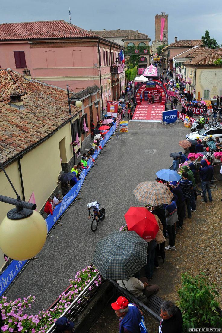 2014 giro-d-italia photos stage-12 - Early riders departing in Barbaresco