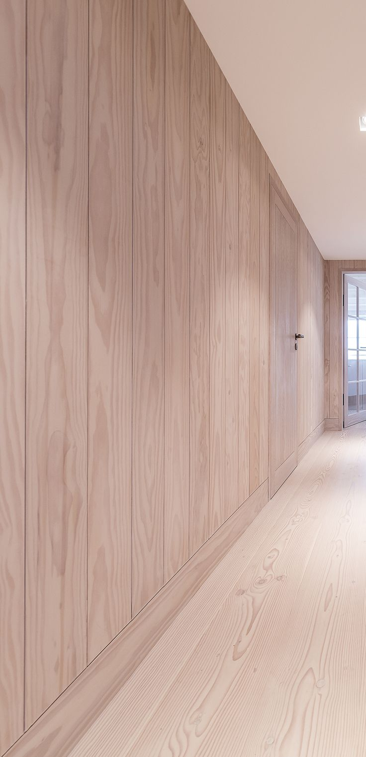 Doors are well integrated into the walls|Oregon Pine #vahledoor #interiordoor #oregonpine #brass