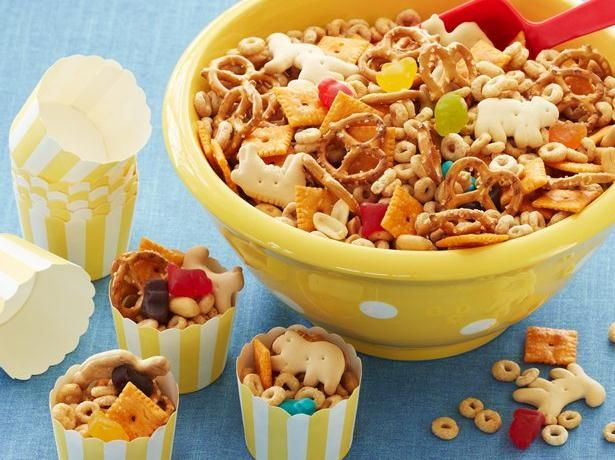 Add animal crackers and goldfish crackers for an easy zoo themed snack; you could even take it with you to the zoo!