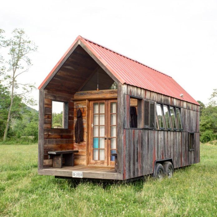 30 Fantastic Tiny Homes Built With Recycled Materials Tiny House Swoon Tiny House On Wheels Tiny Houses For Sale