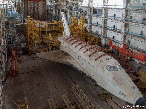 Zdjęcie numer 2 w galerii - 60 lat kosmodromu Bajkonur. Zniszczone statki kosmiczne, pordzewiałe budynki. Zajrzyj do środka!