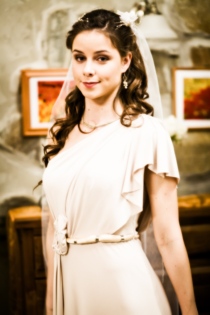 Obliekli by ste si na svadbu šaty ako Nina alebo by ste uprednostnili niečo honosnejšie?  Pripomeňte si s nami Andrého požiadanie o ruku na http://burlivevino.markiza.sk/clanok/aktualne/filip-tuma-sokujuca-ziadost-o-ruku.html