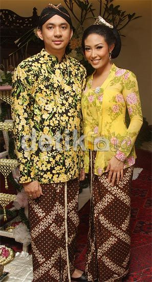 couple in kebaya kutubaru(woman) and sorjan(man)