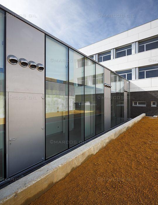 Centro residencial para personas con enfermedad mental grave.     Arquitecto:  Alfonso Terceño González. Localización:  Ávila. Fin de obra:  2011. Revestimiento de fachada:  SWISSPEARL© (Panel ventilado de fibrocemento)