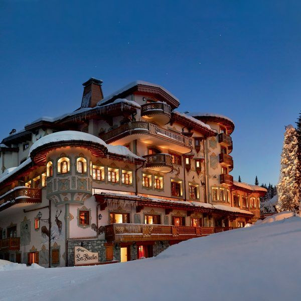 A magic stay for the whole family in Courchevel, Palace Les Airelles 5* The promise of an unforgettable Christmas  Experience a unique stay in the heart of an enchanted castle, located at the summit of the most magical French ski resort, Courchevel.  L'hôtel Les Airelles invites you to share an exceptional moment at the time of a charming stay:  theme evening, Santa Claus parade, gift distribution, gargantuan buffets, numerous activities for children and grown-ups (private skating rink, sno