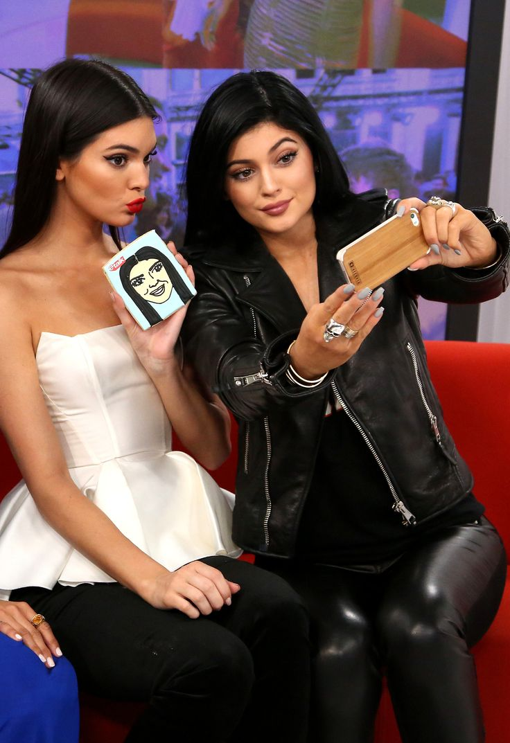 Kendall & Kylie, OH TAKE PICTURES OF PICTURES OF YOURSELF.....COOL, WAY COOL.
