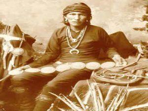 Οι Ινδιάνοι Ναυάχος και η γλώσσα Αθαπάσκαν Η ινδιάnικη φυλή με όνομαNavahos – Ναυαγοί, που προέρχεται από μη Ινδιάνους, αφού αυτοί δεν έπλεαν στη θάλασσα αλλά μεκαγιάκ(δερμάτινες ελαφρές λέμβο…