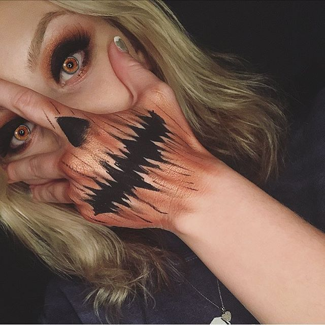 Sorry ya'll I've been mia because schooool has beeeeen insanity!! I decided to do a quick look during my little study break!! Next week I'll have looks coming every day of the week so stay tuned ☠️ as for noooow here is my pumpkin hand mask sorry quality is not the greatest ------------------------------------------ #undiscovered_muas #halloweenmakeup #halloweenmakeupideas #handmask #handmakeup #pumpkinmakeup #hudabeauty #dehsonae #facepaint #sfx #spooky #ssssamanthaa #desi...
