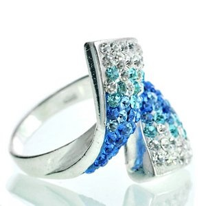 Srebrny pierścionek z kryształkami Swarovskiego