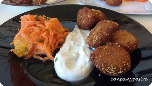 Con pan y postre: Falafel con salsa de yogur y ensalada de zanahoria...