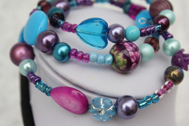 #Schmuck #Armschmuck #Spiralreif #marsala #türkis Hier ein Spiralarmreif in den Farben türkis, petrol, lila und marsala. Ich habe unterschiedliche Perlen auf Spiraldraht (Armdurchmesser 5-6 cm)...