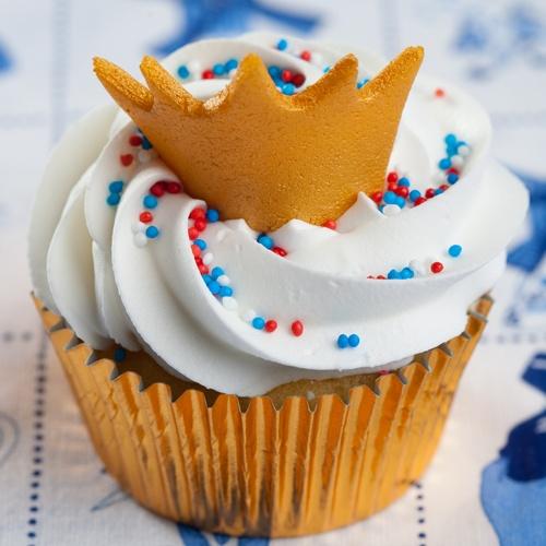 Een oranje cakeje met kroontje, speciaal voor de kroning van prins Willem Alexander