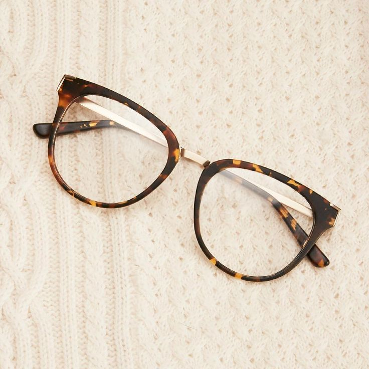 Add a touch of warmth to your fall look with our new style-savvy tortoiseshell. #zennioptical Featured glasses: #7815325