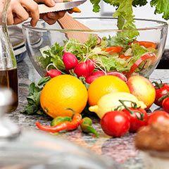 Billiga Veckan är recept och veckomenyer skräddarsydda för veckans middagar. Menyerna tas fram av ICA-kökets kockar - snabbt, gott och näringsriktigt!