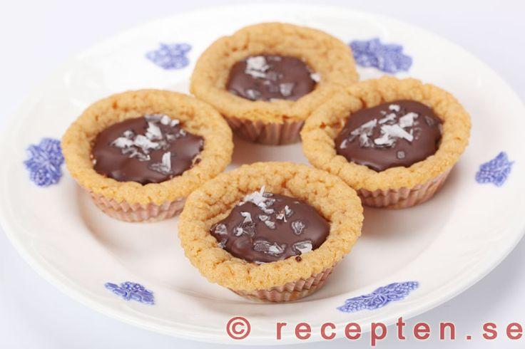 Kolagömmor - Recept på kolagömmor. Underbart goda kakor med dulce de leche och choklad. Enkla att göra. Bilder steg för steg.
