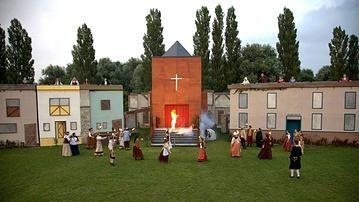 Elk jaar zijn er theater voorstellingen in het Buytenpark. Dit jaar was Ayers Rock een van de sponsoren http://www.buytenpark.com/