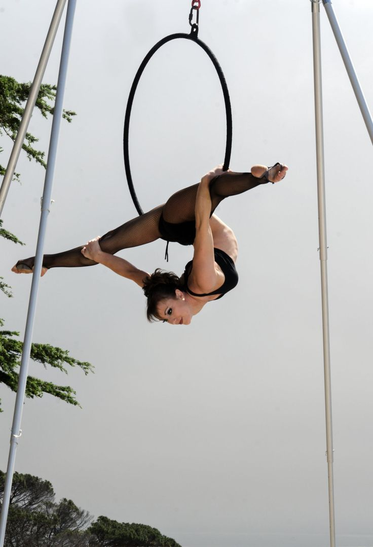 @BethWilliams hangs out on the #XPole #AFrame and #Lyra #Hoop #loveaerial #aerialarts