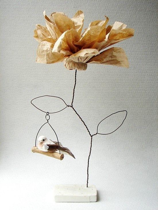 fleur décorative et oiseau