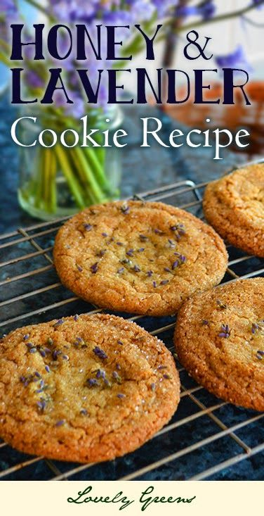 Honey & Lavender Cookie Recipe - this recipe combines the honey-sweet and buttery flavour of the cookie with the aromatic flavor of edible lavender buds. Beautiful and delicious!  #lavender #edibleflowers #cookies
