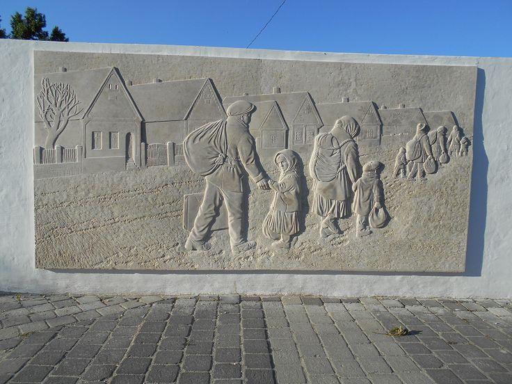 Kitelepítési és megbékélési dombormű (Zsámbék) http://www.turabazis.hu/latnivalok_ismerteto_4979 #latnivalo #zsambek #turabazis #hungary #magyarorszag #travel #tura #turista #kirandulas