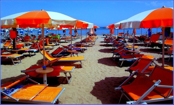 Popular on 500px : Bei ricordi estivi in spiaggia tra tanti colori. by gianluigibonomini