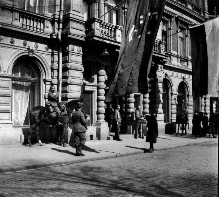Kansalaissota. Helsingin valtaus 1918. Saksalaisten päämaja Hotelli Kämpissä, Pohjoisesplanadi 29. Ivan Timiriasew hkm.