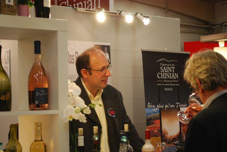 Luc Simon of Clos Bagatelle talking clients through the latest cuvées at #ViniSud