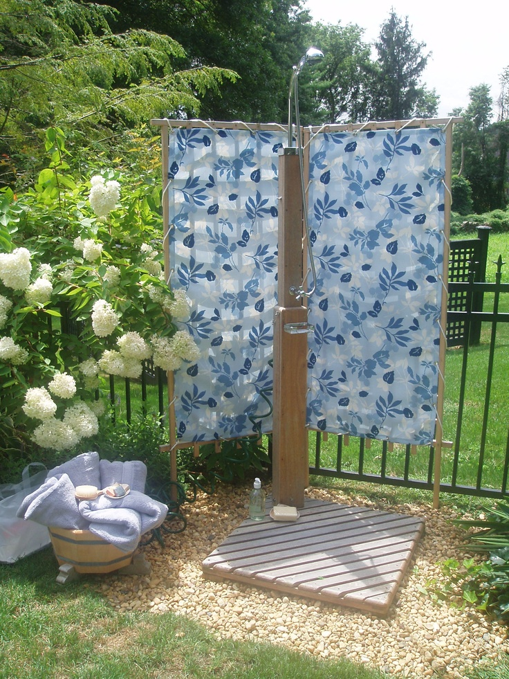 How to make an outdoor fabric privacy screen woodworking for Garden screening fabric