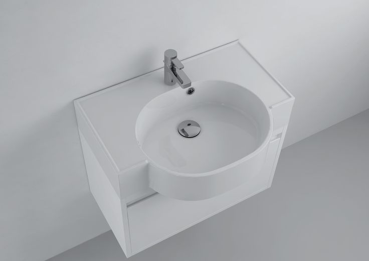 Furniture washbasins - partly built into the countertop, partly protruding outside the area. It is an excellent choice for all those who over the usable space appreciate the unconventional form of washbasins. These models fit perfectly into narrow and long bathroom decorated in a classic style.  Sink Nancy offered Marmite: http://www.marmite.eu/pl/produkt/945/show/um-nancy-612c/