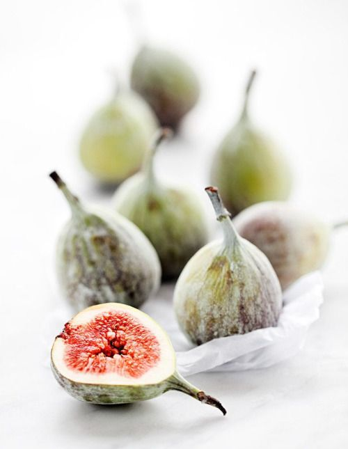 Figs belongs to the Mulberry family. They are high in natural sugars, soluble fibre and rich in minerals such as calcium, copper, potassium, manganese, iron and antioxidants vitamins A, E and K. Figs can help promote bone density, lower blood pressure and improve digestive wellness. As fresh figs are delicate and perishable, they are often dried to preserve.