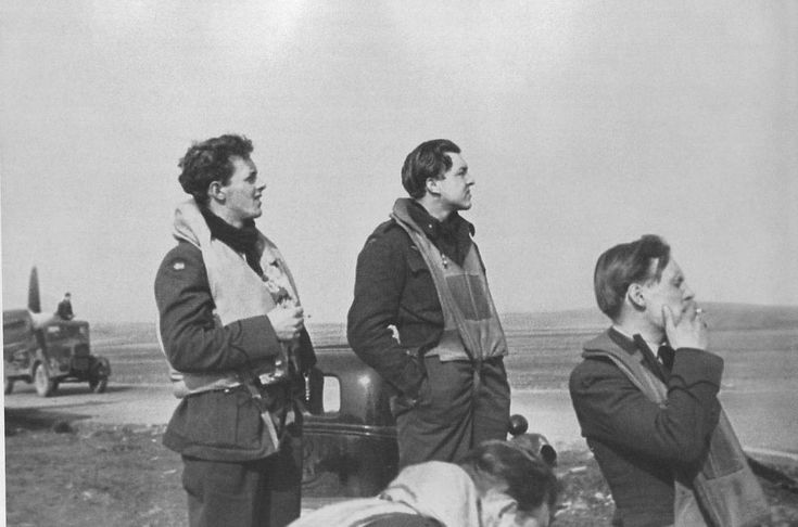 Tarald Weisteen, Stein Sem, Leif Lundsten (smoking a cigarette). Skeabrea 1941-42