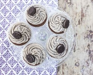 Oreo cupcakes recipe with chocolate sponge and crushed Oreos stirred through a cream cheese frosting